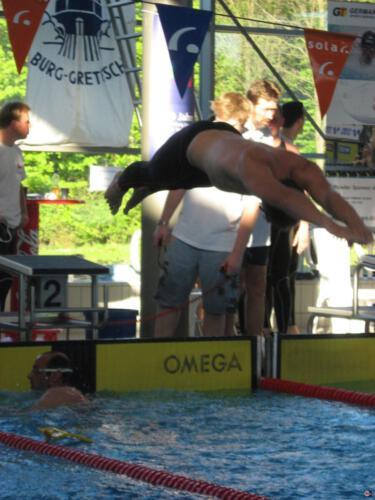Konrad schwimmt
